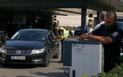 """В 7 ч в петък разследващи са влезли в хотел """"Маринела"""". СНИМКА: Десислава Кулелиева"""