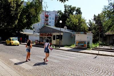 """Пешеходната пътека е на ул. """"Арх. Камен Петков"""""""