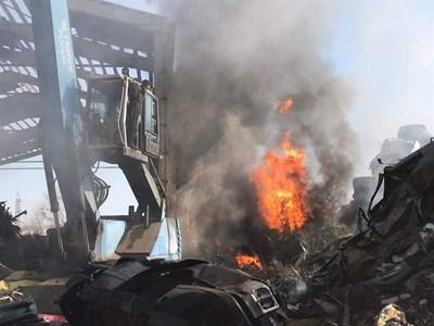 Три екипа огнеборци са гасили бедствието