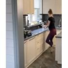 Руски балерини танцуват в кухните си (Видео)