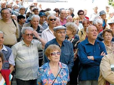 Възрастни хора протестират срещу ниските пенсии. Снимка:
