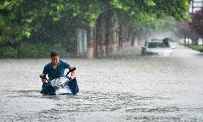 Невиждани от десетилетия проливни дъждове в провинция Хънан предизвикаха наводнения