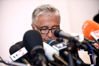 «Не бяхме способни да ви засвидетелстваме своятa близост, за което ви молим от цялото си сърце за прошка. Ние можем и трябва да дадем много на Генуа», каза главният изпълнителен директор Джовани Кастелучи. Снимка РОЙТЕРС