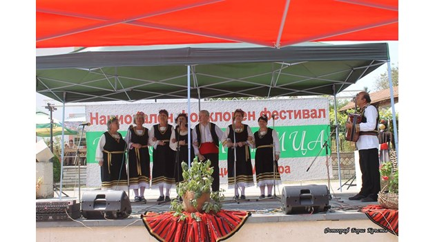 Хористите от Световрачене взели втора награда на фестивал, преди да паднат в дефилето