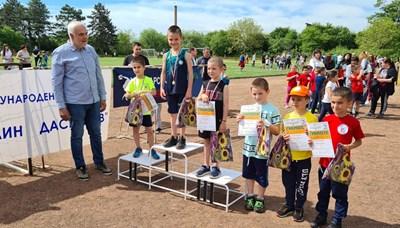 """Десетки деца и каротекирани атлети участваха в 19-ото издание на атлетическия мемориал """"Веселин Даскалов"""" на 7 май в Луковит."""