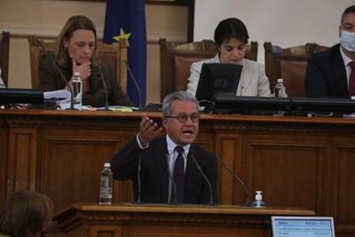 Йордан Цонев разпален от трибуната посочи, че дядото на депутата от БСП Мирчев бил организатор на Възродителния процес.