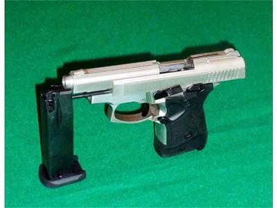 """Така изглеждат пистолетите """"Зораки"""", заловени у българското семейство. СНИМКИ: МВР, ИТАЛИЯ"""