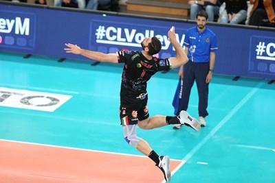 """Соколов и """"Кучине Лубе"""" са на път да загубят титлата, която спечелиха миналия сезон."""