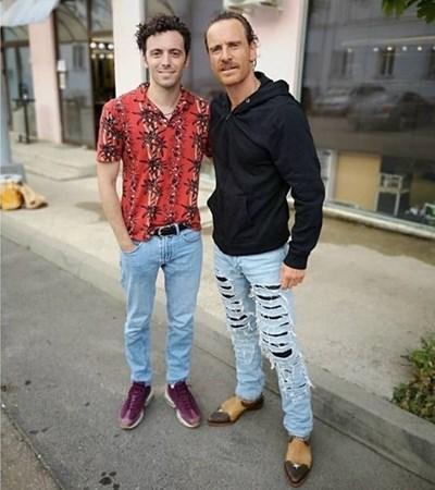 Венцислав Сариев (вляво) пусна в профила си в инстаграм снимки с Майкъл Фасбендър, който е в България за филма Kung Fury 2.