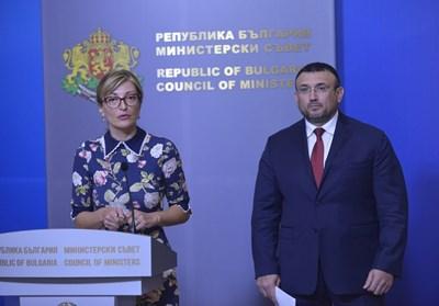 Екатерина Захариева и Младен Маринов на брифинга в Министерски съвет. Снимка ЙОРДАН СИМЕОНОВ
