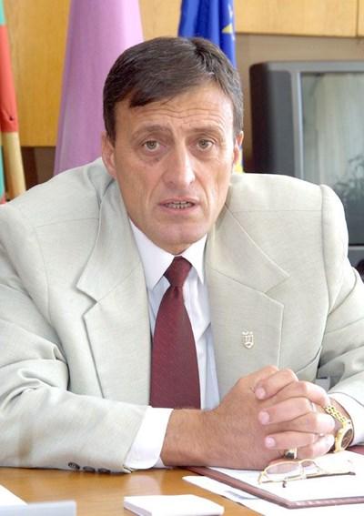 8 гласа не стигнаха на досегашния кмет на Попово Людмил Веселинов, за да започне своя осми поред мандат още след първия тур на местните избори. СНИМКА: Архив