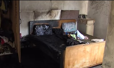 Спалнята, на която е била залята с бензин и подпалена жената.
