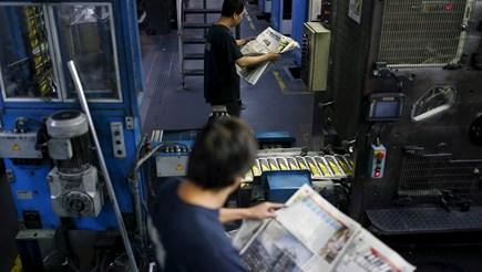 Печатари по цял свят са притеснени от постоянно покачващата се цена на хартията и нарушените доставки.
