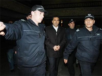 """Йордан Костов е постъпил на работа в полицейската дирекция в Добрич през 1994 година. Родом от Шабленско. Бил е оперативен работник в Първо РПУ - Добрич, до 1998 г. През тази година Костов е наказан и пратен на работа в Шабла.Връща се в полицията в Добрич през 1999 г. като началник на сектор """"Криминален"""" в Първо РПУ. В началото на 2000 г. е преместен на работа в София по собствено желание. В началото на февруари 2010 г. е задържан като близък на групата за отвличания Наглите."""