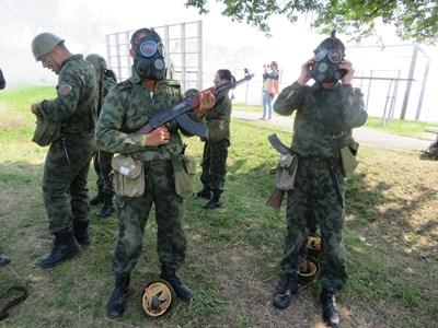 Доброволците по време на тактическо учение СНИМКА: Дима Максимова