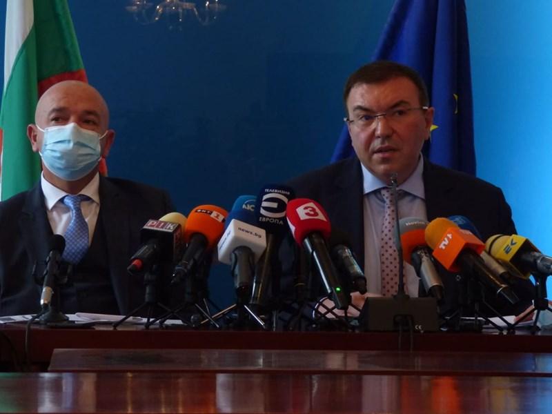 Шефът на ВМА д-р Венцислав Мутафчийски и здравният министър Костадин Ангелов