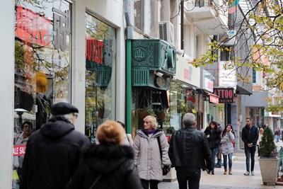 Над 90% от фирмите ще продължат да работят, а домакинствата са теглили повече кредити за потребление.