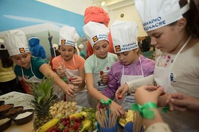 """През ноември проектът """"Кулинарно междучасие - Манджицу"""" на """"Лидл България"""" ще гостува в още 5 училища у нас."""