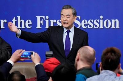Китайският министър на външните работи Ван И СНИМКА: Ройтерс