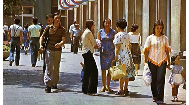 Облеклото по време на соца: Минижуп чак в края на 60-те, Лили Иванова въвела модата на късите коси
