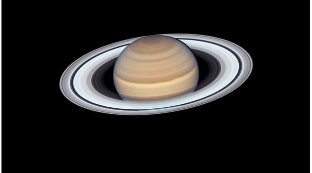 """Снимка на """"Хъбъл"""" разкри зашеметяващ Сатурн (Видео)"""