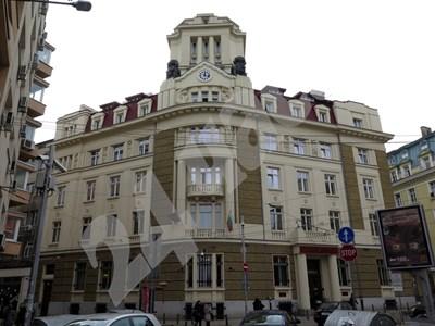Сградата на КТБ СНИМКА: 24 часа