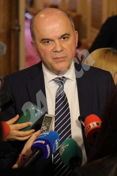 Бисер Петков пред журналисти в парламента СНИМКИ: Румяна Тонева СНИМКА: 24 часа