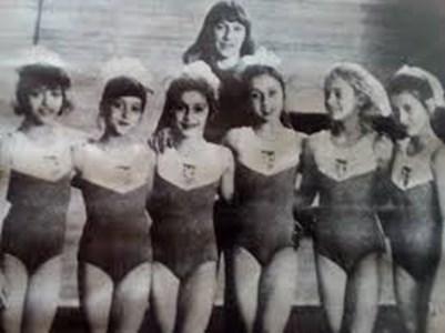 Златка Бончева и нейните шампионки: (от ляво на дясно) Камелия Игнатова, Галя Рангелова, Лили Игнатова, Анелия Раленкова, Тереза Карнич и Илияна Раева.