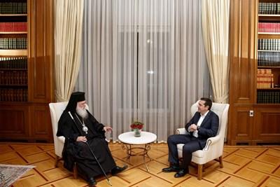 Алексис Ципрас и архиепископа на Атина и цяла Гърция Йероним Снимки: Ройтерс