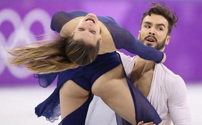 След гърдата французойката Пападакис показа и задните си части на публиката на олимпиадата. СНИМКА: РОЙТЕРС