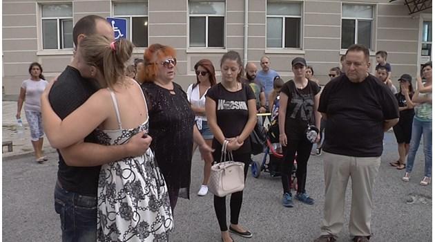 Приятели и роднини на починалата родилка: Продължаваме с протестите, искаме правосъдие