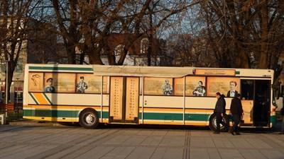 Пътуващо читалище гостува в Мездра за Деня на Независимостта