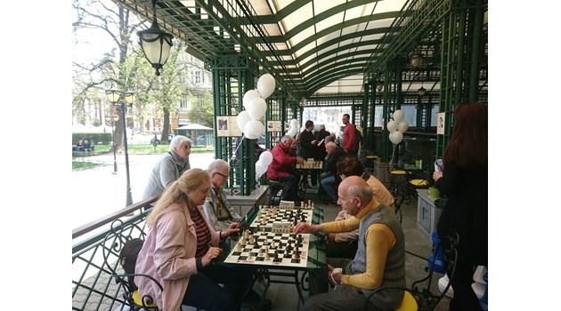 Малоумници обвиниха и играта шах в расизъм. Защо белите са първи ход?