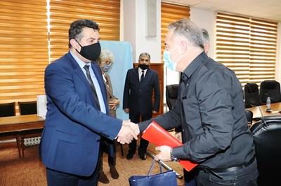 Областният управител Галин Григоров и неговият заместник Валентин Колев се срещнаха днес с председателя на Окръжния съвет Думитру Беяну.
