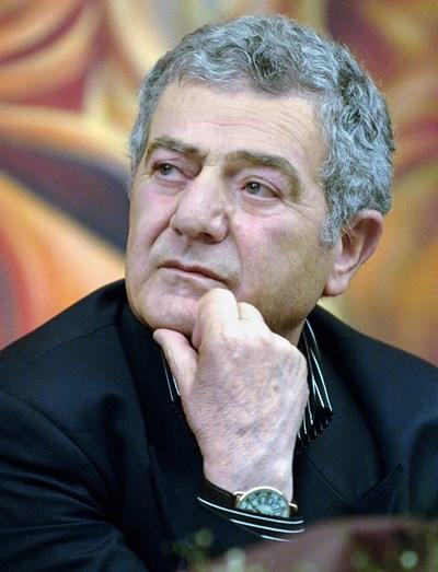 Стефан Цанев: Компроматите са върховна творческа изява на българския гений