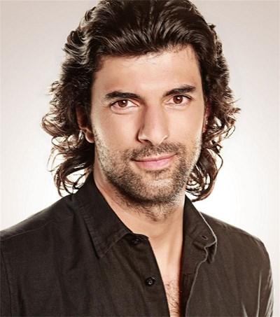 Енгин Акюрек е Керим в сериала.