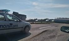 """Цистерна с олио се обърнала на 11-ия км на АМ """"Тракия"""" и образува километрично задръстване (Снимки)"""