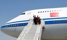 С личния самолет на Ли Къцян пътува и Ким Чен Ун за срещата с Тръмп