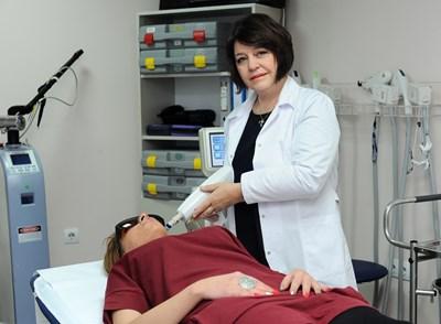 Проф. Кадурина е един от най-добрите дерматолози в България.