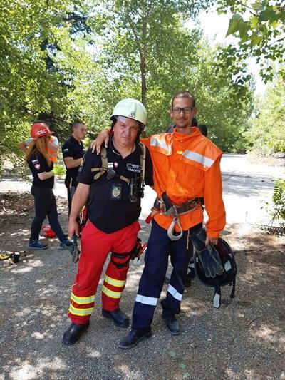 Едуард Монов (вдясно) мечтаел да стане пожарникар от дете.