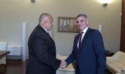 Задоволство от служебното правителство изрази бившият премиер Бойко Борисов при предаването на властта в сградата на Министерския съвет. Кадри: Фейсбук/ Бойко Борисов