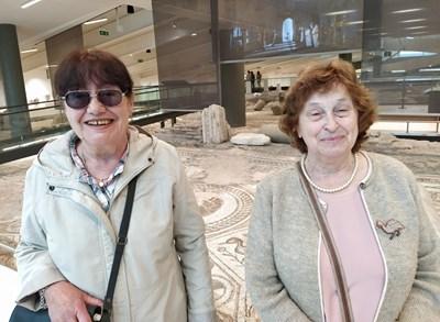Археолозите Елена Кесякова (вдясно) и Жени Танкова. Снимки: Авторът
