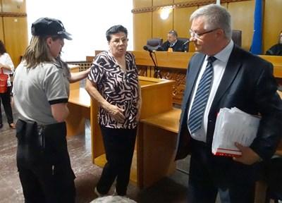 Иванка Ройдова бе задържана веднага щом съдът отмени условното и? наказание от 3 г. и го замени с ефективно.