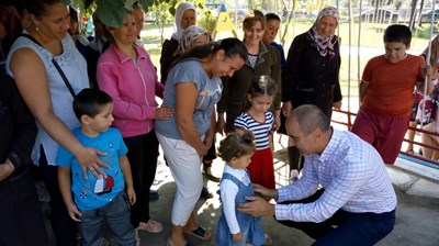 Цветан Цветанов направи първа копка на нова детска градина в село Драгиново. Снимка: ГЕРБ