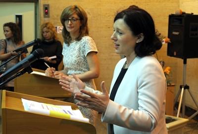 Инициативата за борба с двойните стандарти беше лансирана от Вера Йоурова (вдясно) в София по време на българското председателство. СНИМКА: Пиер Петров