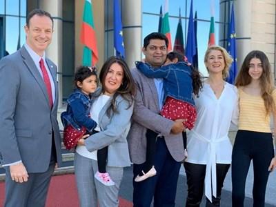 Херо Мустафа заедно със семейството си.