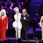 Отляво надясно: Стинг, Деби Хари, Лейди Гага, Елтън Джон, Шърли Беси и Брус Спрингстийн