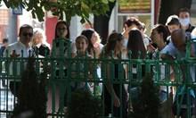 Учители се бунтуват, че ще ги глобяват за ученик без маска