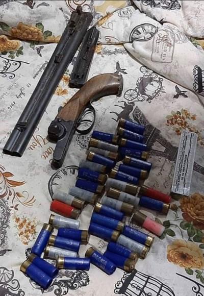 Част от откритите оръжия и боеприси