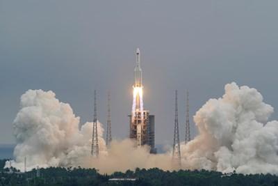 21-тонна китайска ракета удря до часове Земята - не знаят кога и къде (Инфографика)